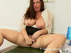 Jen is a chubby BBW mature tease in her office